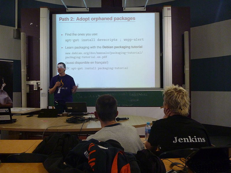 File:Mini-debconf-paris-2012-fdl-lighting-talks-lucas-nussbaum.jpg